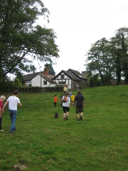 Approaching the footpath to the rear of The Barns.